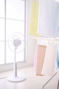 洗濯物と扇風機