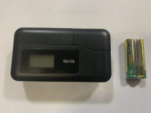 本体と単4電池