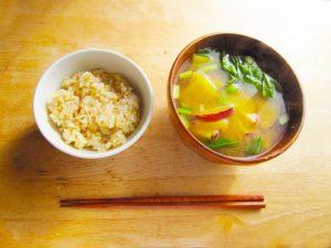 玄米ご飯と味噌汁